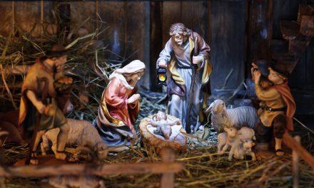 No terceiro mistério contemplamos: O nascimento do Menino Jesus