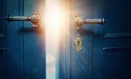 O mês que abre as portas!