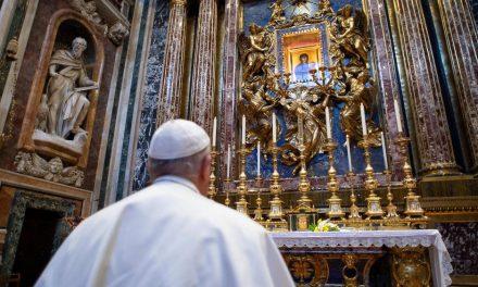 """As duas orações do Papa para invocar o """"fim da pandemia"""""""