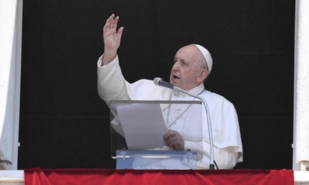 A lógica de Deus é cuidar do outro e não lavar as mãos, disse Francisco