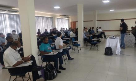 Clero se reúne com Dom Giovani no CTL, em Uruaçu